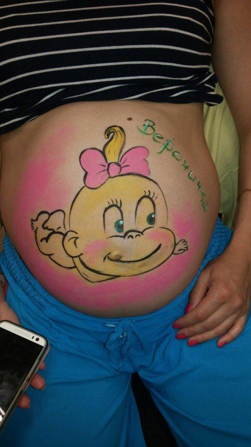 Фотосессия беременных с рисунком на животе 42