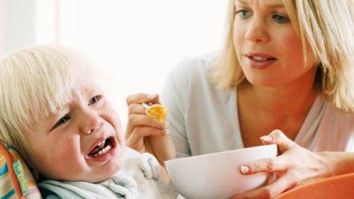 дитини примушувати їсти?