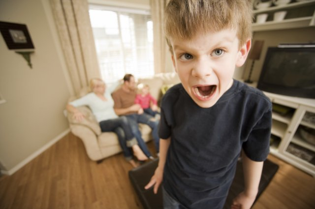 Капризное поведение ребенка в 4 года и методы воспитания