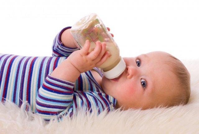 5 полезных советов, как накормить ребёнка, когда режутся зубки?