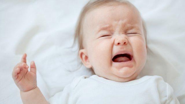 Грудной ребенок часто плачет. Причины и способы устранения проблемы