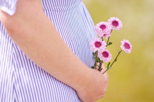 9 неделя беременности: развитие плода, симптомы, питание