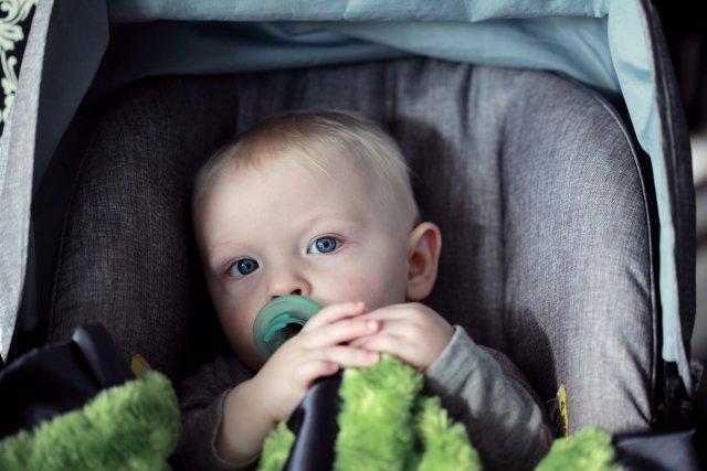 Приданое для недоношенных детей: автокресло, кроватка, аксессуары для кормления и многое другое