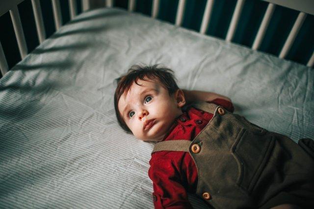 Матрас в детскую кроватку: каким он должен быть
