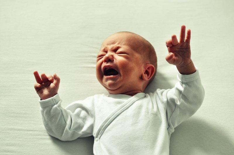Кишечные колики у малышей и взрослых